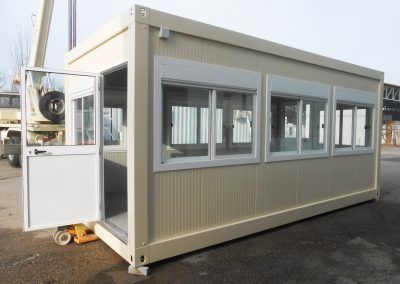 BRIGHT OFFICE CONTAINER WITH SEVERAL WINDOWS