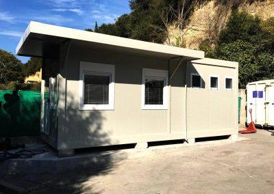 guardiola con servizi e tettoia