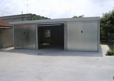 Triple garage for private use